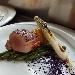 -Filetto di maiale affumicato con asparagi al burro, patate hasselback, cipollotto piastrato e polvere di cavolo viola - - - Fotografia inserita il giorno 16-10-2021 alle ore 19:04:43 da pasqualefranzese
