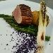 -Filetto di maiale affumicato con asparagi al burro, patate hasselback, cipollotto piastrato e polvere di cavolo viola - - - Fotografia inserita il giorno 16-10-2021 alle ore 19:04:56 da pasqualefranzese