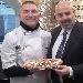 Paolo Surace e Rosario Lopa con la Pizza Sant