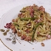 Spaghetti, macco di piselli, guanciale, asparagi di campagna e mollica