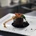 Fianchetto di marchigiana con scarole e caciocavallo podolico, ristretto di aglianico e pancetta croccante