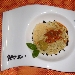 Ricetta inserita su spaghettitaliani.com da Giuseppe Roccaforte: Risotto al pesto di pistacchio di Bronte con emulsione di uova di ricci e polvere di olive nere