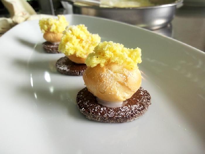 -Bonbon di mimosa con biscuit al grand-marnier
