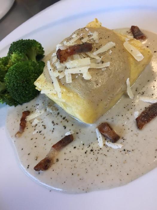 -Crespelle di ricotta ovina con salsa ai funghi e speck tostato