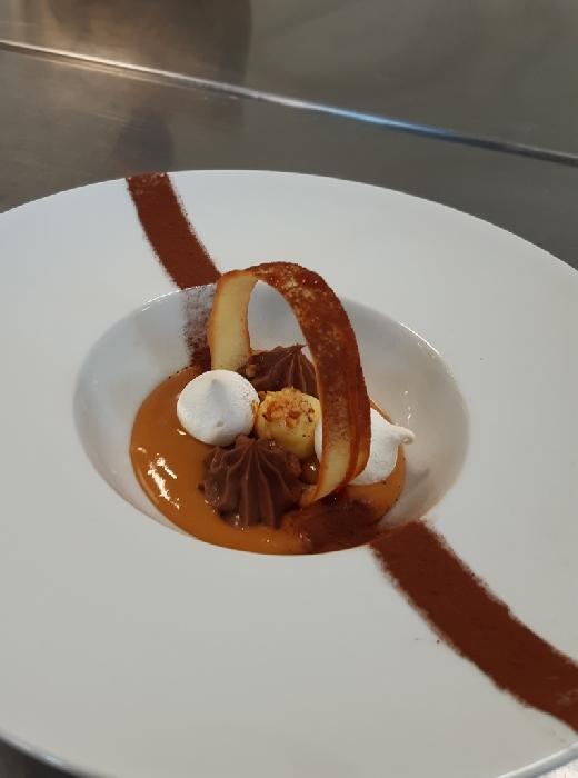 Dessert al piatto con cialda croccante