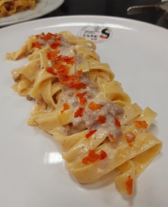 -Fettuccine con rag� bianco sardo