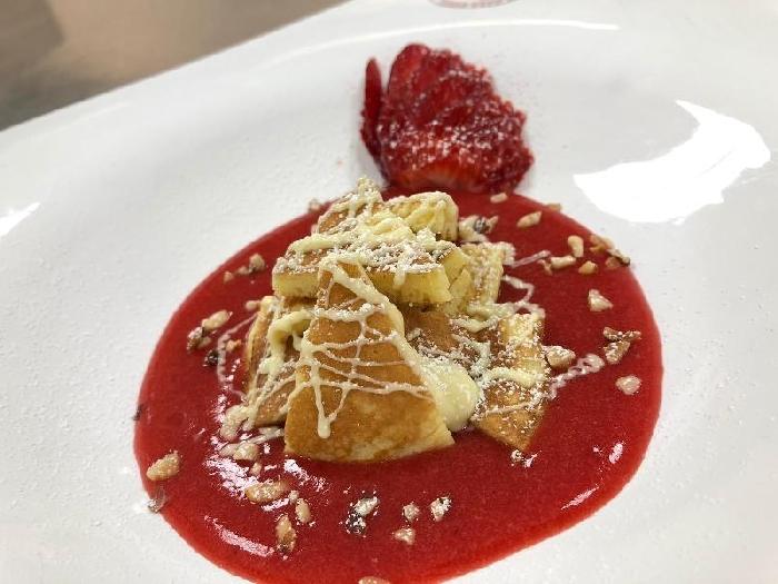 -Guazzetto di fragola con pancake e cioccolato bianco