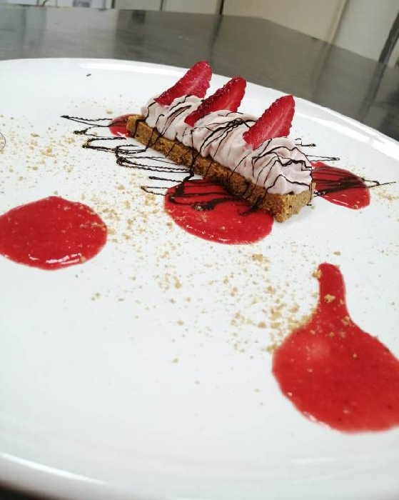 -Mousse di fragola con bisquit cheesecake