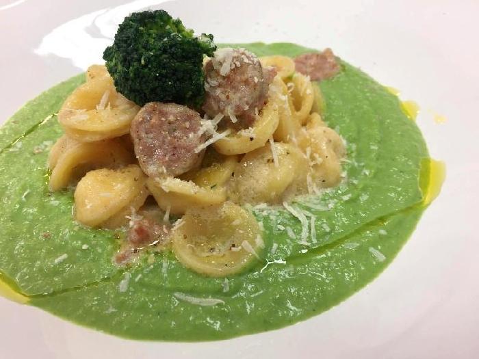 Orecchiette con coulis di broccoli e salsiccia sarda