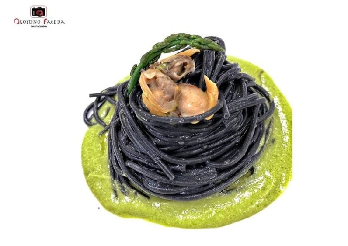 -Spaghetti al nero di seppia con crema di asparago selvatico sardo