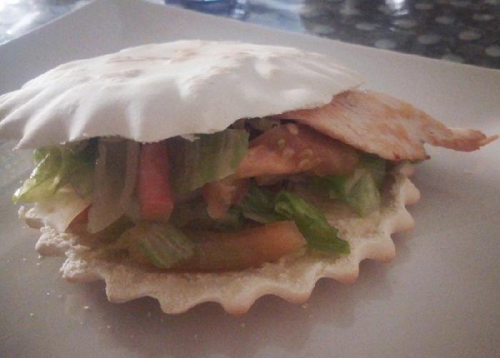 -Spianata desulese con insalata e petto di pollo
