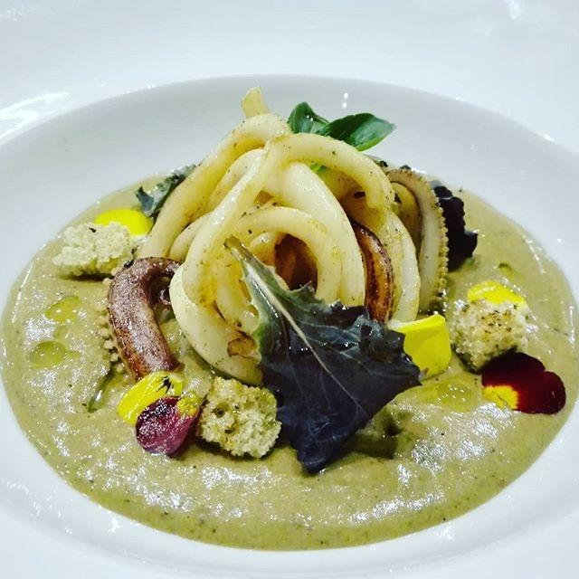 Tagliatelle di calamaro su coulis di cozze e pane nero di Tumminia