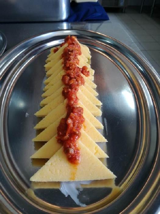 -Triangoli di polenta con rag� campidanese