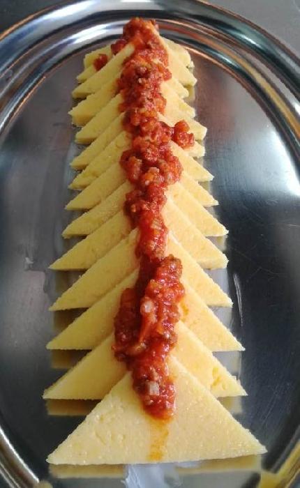 -Triangoli di polenta con rag� alla campidanese