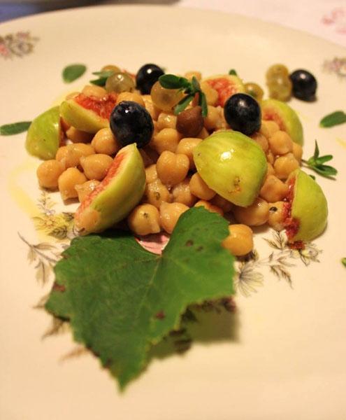 Insalata di ceci di Cicerale, uva e fico bianco del Cilento