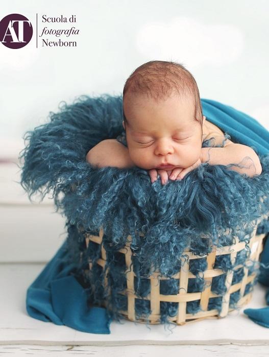 Nasce a Napoli la prima Scuola Professionale in Fotografia Newborn  italiana in aula