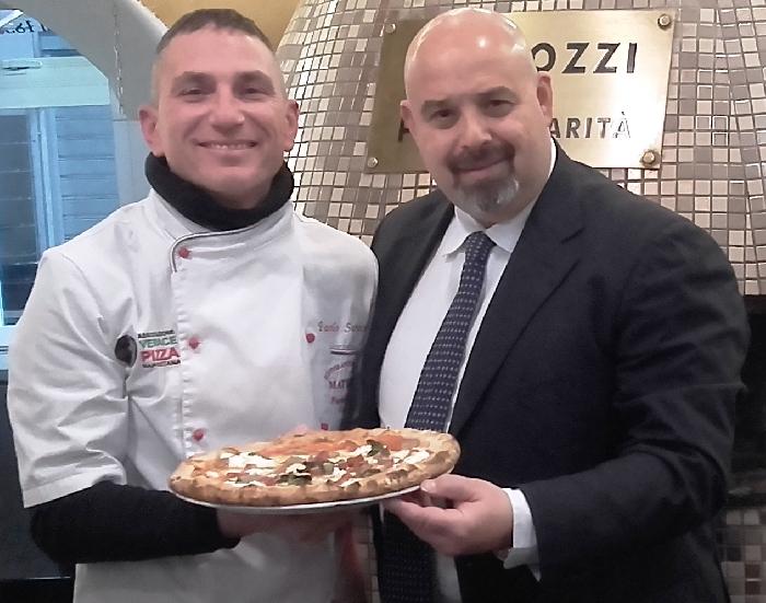 Paolo Surace e Rosario Lopa con la Pizza Sant'Antuono