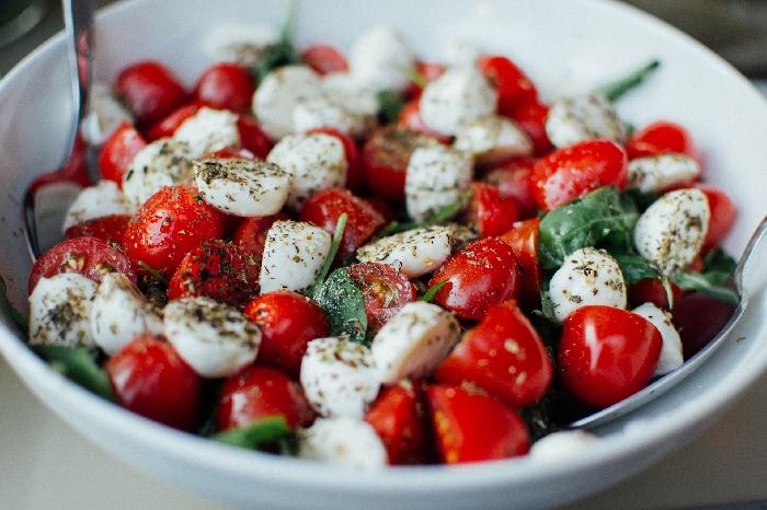 Pomodorini e bocconcini di mozzarella