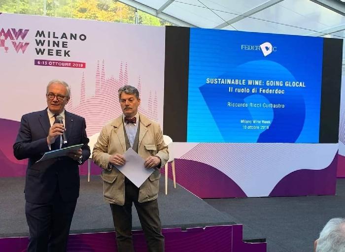 Ricci Curbastro con il moderatore e giornalista Marco Sabellico