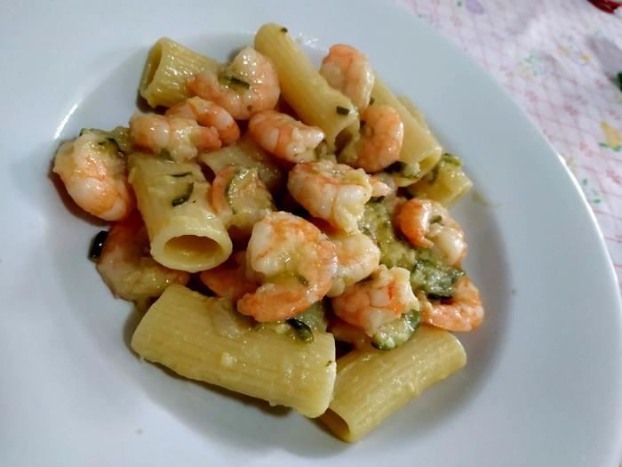 Rigatoni zucchine e gamberi