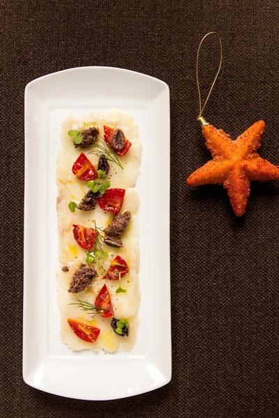 Trasparenza di Baccalà con olive taggiasche, pomodori secchi e origano