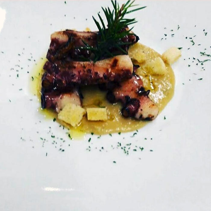Ricetta inserita su spaghettitaliani.com da Costantino Colonna: Vellutata di ceci al rosmarino con polpo arrostito - finalista al Trofeo Cuochino d