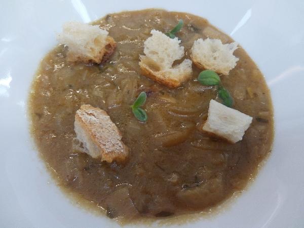 Ricetta inserita su spaghettitaliani.com da Pasquale Esposito: Zuppa di cipolla