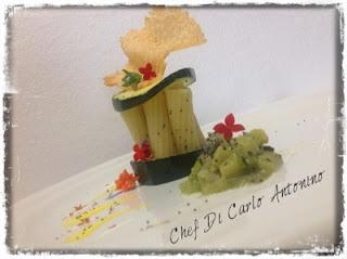 -Rigatoni con salsa di zucchine e cialda di parmigiano