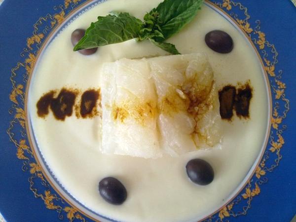 Baccal� appena scottato su specchio di yogurt greco e polvere di liquirizia