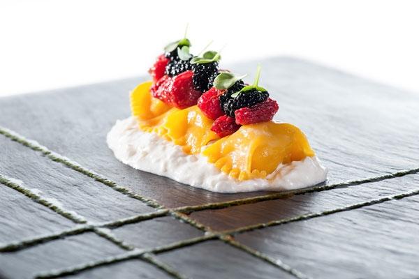 Bocconcini all�uovo con melanzane affumicate, burrata, pomodorini canditi e basilico - Fotografia di Antonio Pistillo