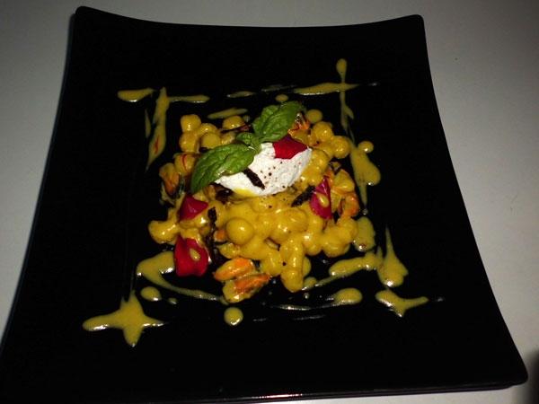 Ricetta inserita su spaghettitaliani.com da Michele Mazzola: Le chicche di patate: cozze, zafferano, pomodorino secco e quenelle di ricotta di bufala