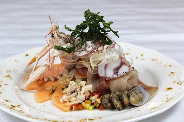 Millefoglie di pesci nobili, carpaccio di polpo locale e crostacei
