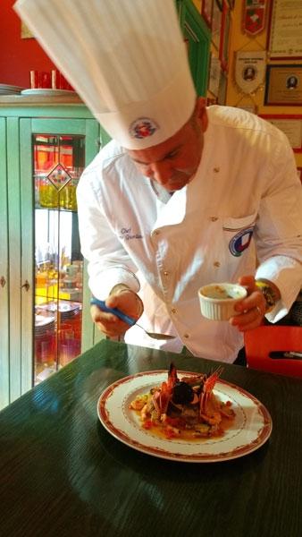 Ettore Giordano prepara lo Sformatino di spigola con intingolo di crostacei e mosaico di verdurine al salto