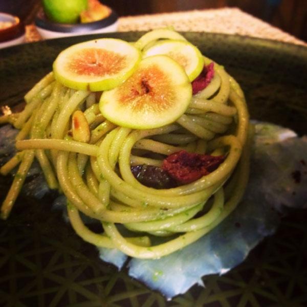 Ricetta inserita su spaghettitaliani.com da Fabrizio Pugliese: Spaghettoni scarola ripassata, fichi e carpaccio di baccalà