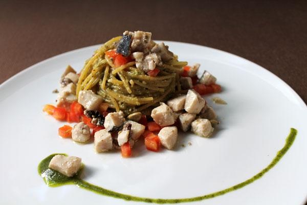 Spaghetti di gragnano al pesto napoletano con dadolata di pesce spada confit