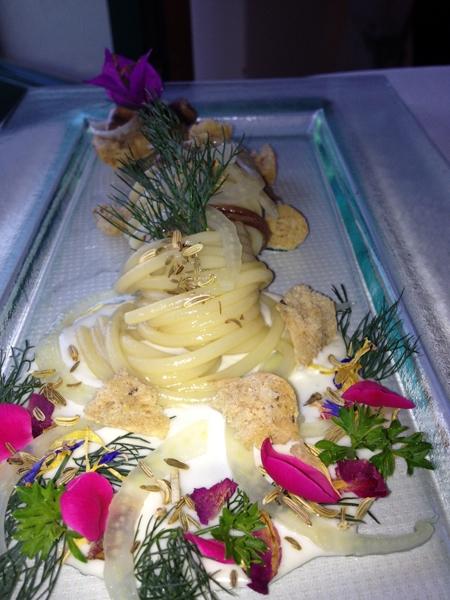 Spaghettoni di Gragnano con alici di Cetara, cacio e pepe sichuan