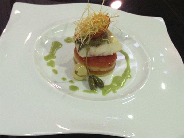 Filetto di baccal�, su lasagnetta di verdure mediterranee, pomodoro grill� e julienne di porro fritto