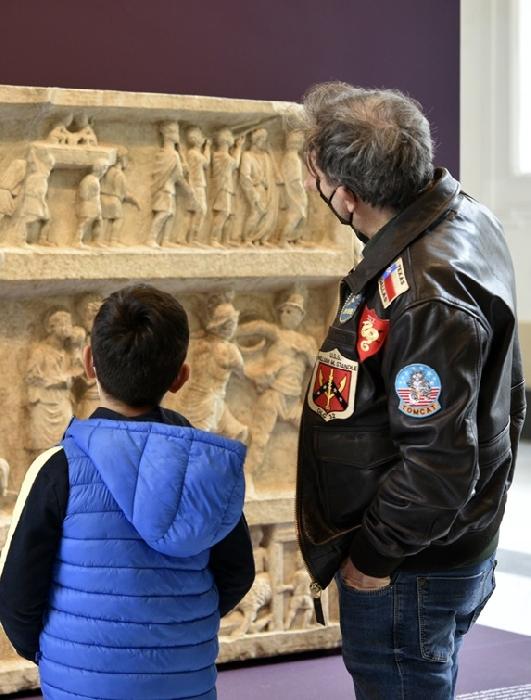 il MANN riapre al pubblico, emozione con i primi visitatori alla scoperta di Gladiatori