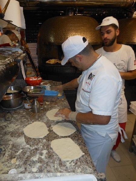 Settima Tappa di Pizzarelle a Go Go - Pizzeria Bella Napoli - Acerra (NA) - Vincenzo Di Fiore all'opera