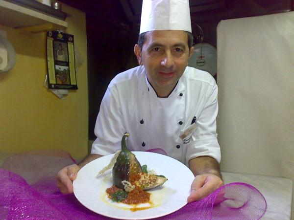 Luigi Alioto presenta lo sformato di anelletti siciliani in melanzana