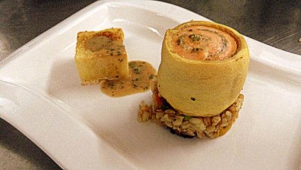 Turbante di branzino alle erbette di salina in crosta di pasta bris� su insalata tiepida di farro e piccole verdure con patate al sale di Cervia
