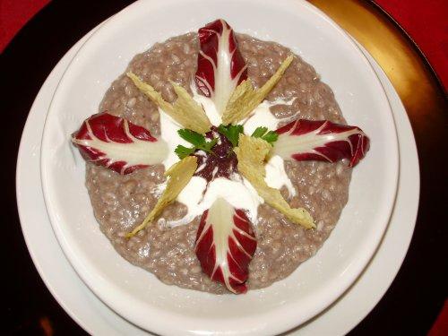 Risotto al Trevigiano con crema di capra e crostini di parmigiano