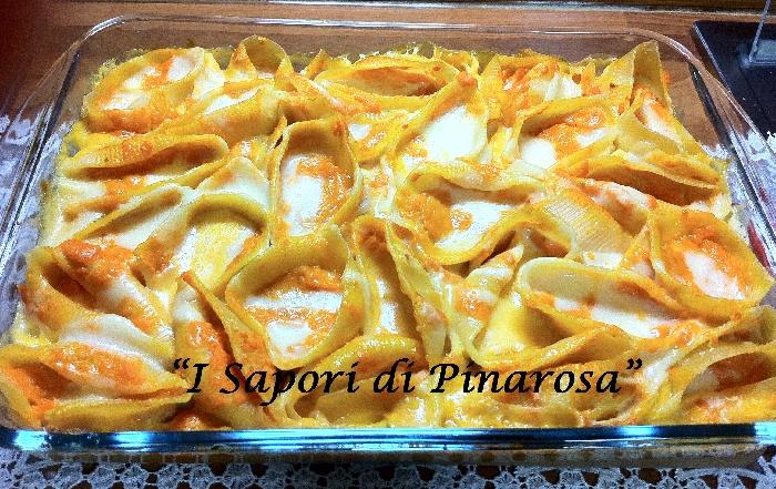 Ricetta inserita su spaghettitaliani.com da Pinarosa Fabozzi: Conchiglioni al forno con crema di zucca e provola affumicata.
