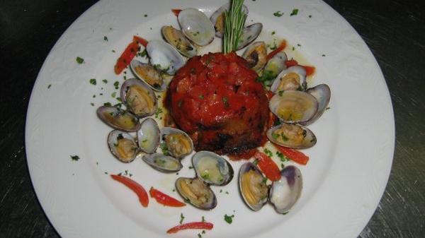 La Ricetta del giorno del 18/01/2018 inserita su spaghettitaliani.com dal Ristorante da Giulia di Milano: Parmigianina di pesce spada e melanzane