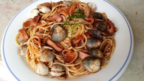 Spaghetti con Vongole, Cape Tonde e Calamaretti