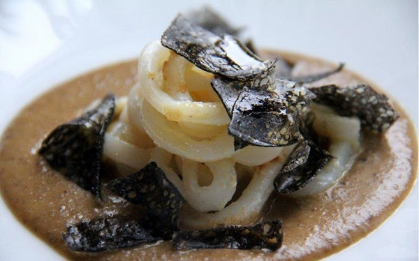 Vellutata di lenticchie, calamari morbidi, lingotto di caviale calvisius