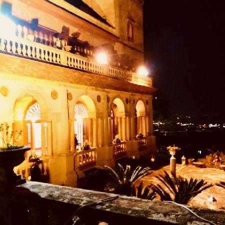 14/02 San Valentino: per la Festa degli innamorati Villa Domi in Love Villa Domi, Salita Scudillo, 19 Na