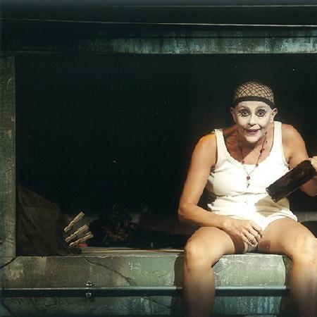 Giovedì 20 febbraio fa nuovamente tappa al Teatro Elicantropo di Napoli la tournée di Scannasurice, spettacolo di Enzo Moscato, per la regia di Carlo Cerciello