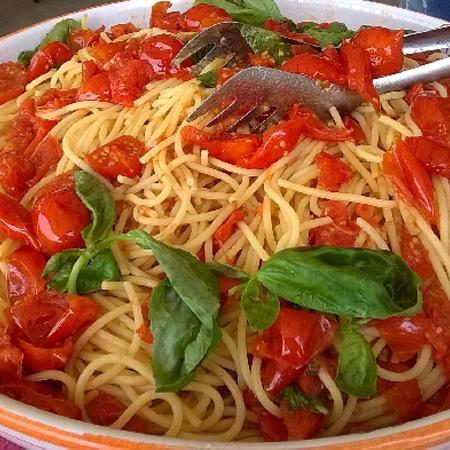 Spaghetti di Gragnano IGP con pomodorini del piennolo del Vesuvio DOP