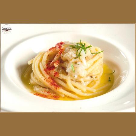 Ricetta inserita su spaghettitaliani.com da Felice Sgarra: Spaghettone primo grano, aglio, olio e polvere di peperone crudo con cicale nostrane